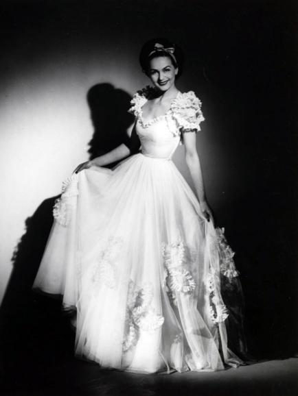 Hjördís Genberg modelling a white dress, 1944