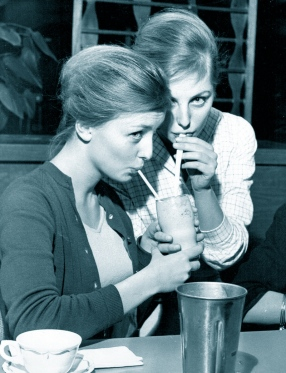 Gudrun and Maj-Lis Genberg, January 1960