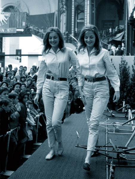 Pia and Mia Genberg, modelling in front of an audience, 1961