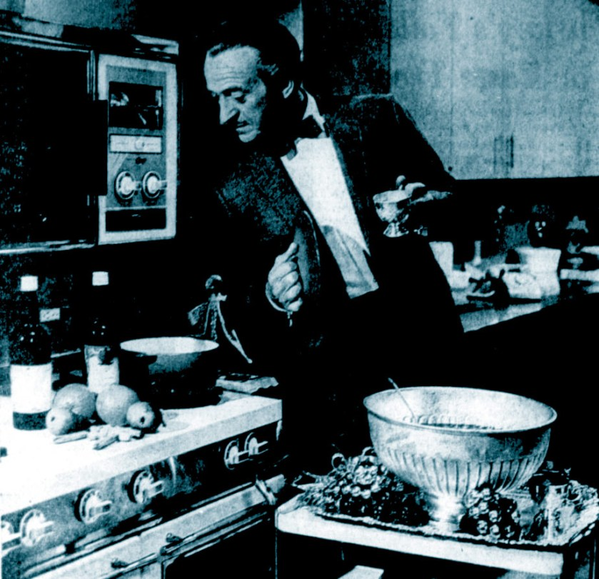 David Niven in the kitchen, 1967