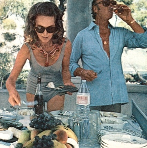 Hjordis and David Niven lunching at Cap Ferrat, 1971
