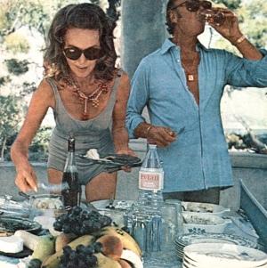 Hjordis and David Niven lunching at Cap Ferrat, 1971