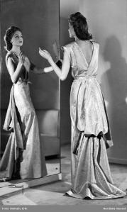 HJordis Genberg and her mirror. Nordiska Kompaniet, 1943