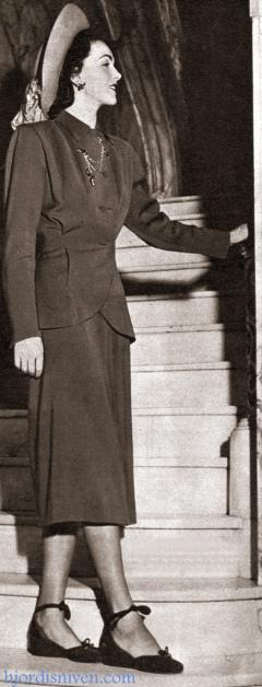 Hjordis Genberg modelling Dior fashions in New York, 1947.