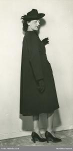 Hjordis Genberg modelling at Leja in 1941. Photo: Holmén, Erik / Nordiska museet