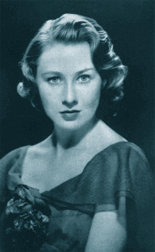 Primula Rollo, studio portrait, mid-late 1930s