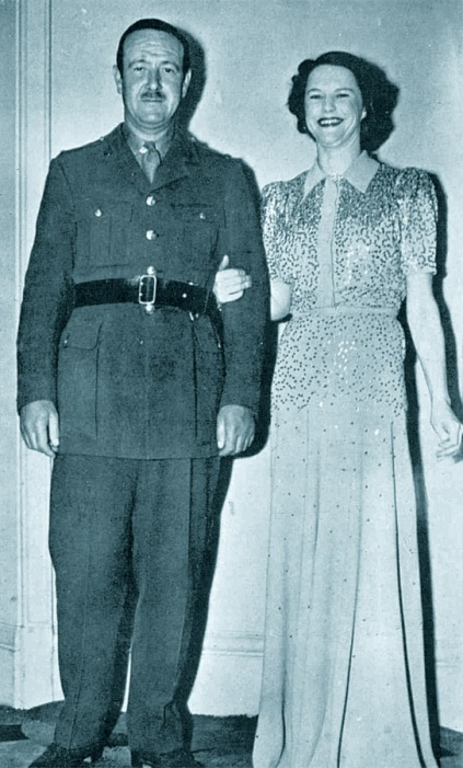 Max Niven, wedding, 1940