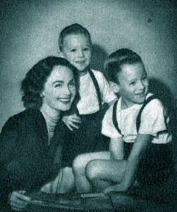 Hjördis Niven with step-sons Jamie and David Junior, c.1949