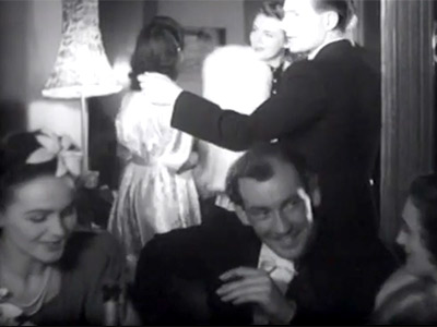 Hjordis Genberg as a foreground extra in 'Fangad Av En Rost', 1943