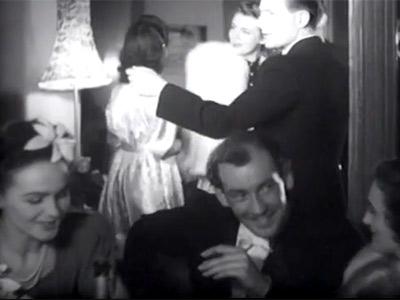 Hjordis Genberg as a foreground extra in 'Fangad Av En Rost', 1943